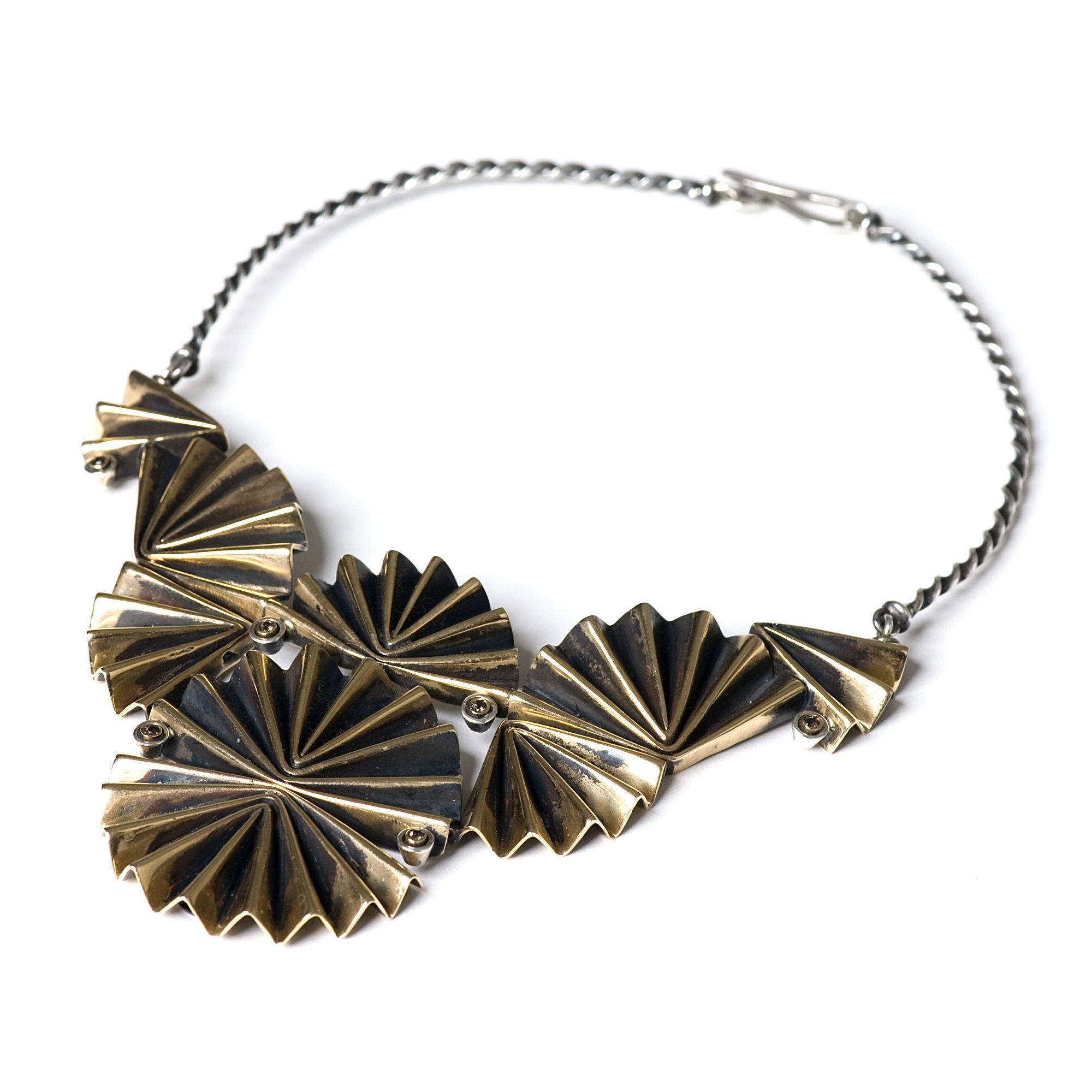 Collana 'Ventaglio' multi elemento Collana in bronzo argento e zaffiri