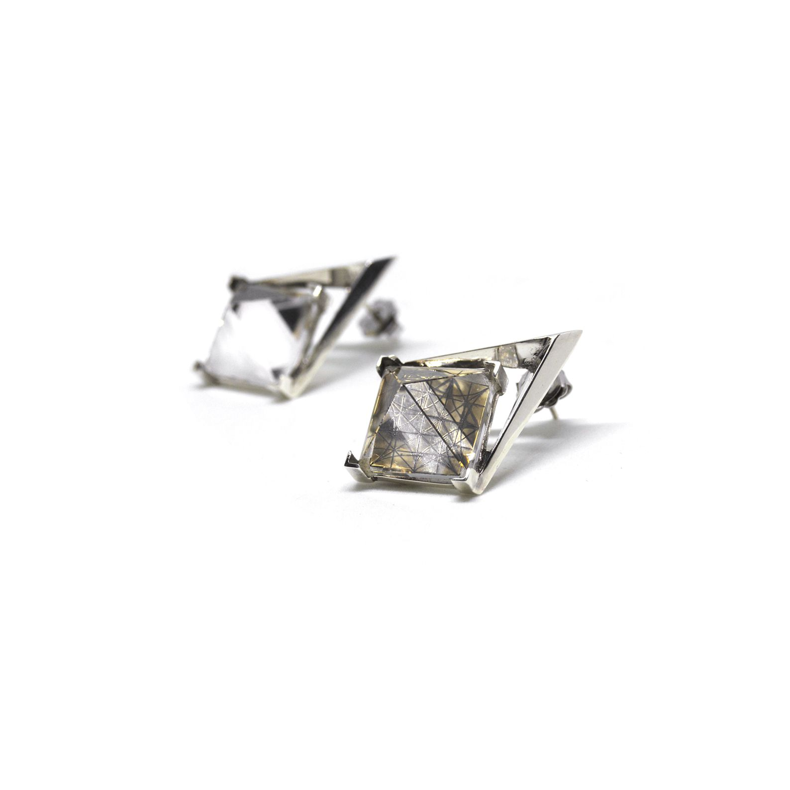 'Entropia' earrings Earrings in silver with pyramid