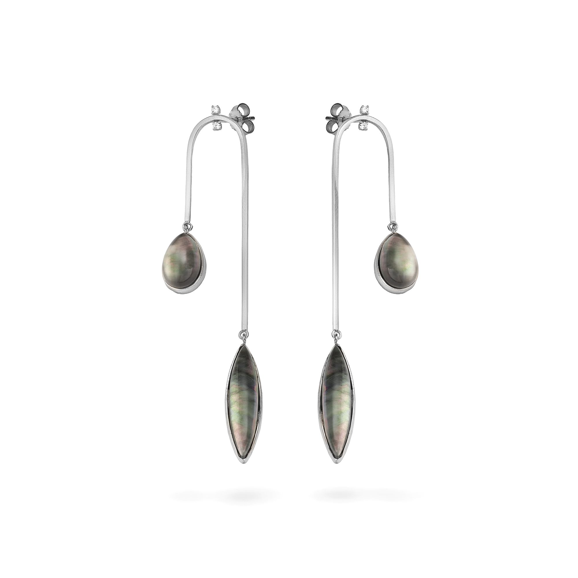 Curved 'Amo' earrings with m.o.p. White gold earrings with diamonds and stones