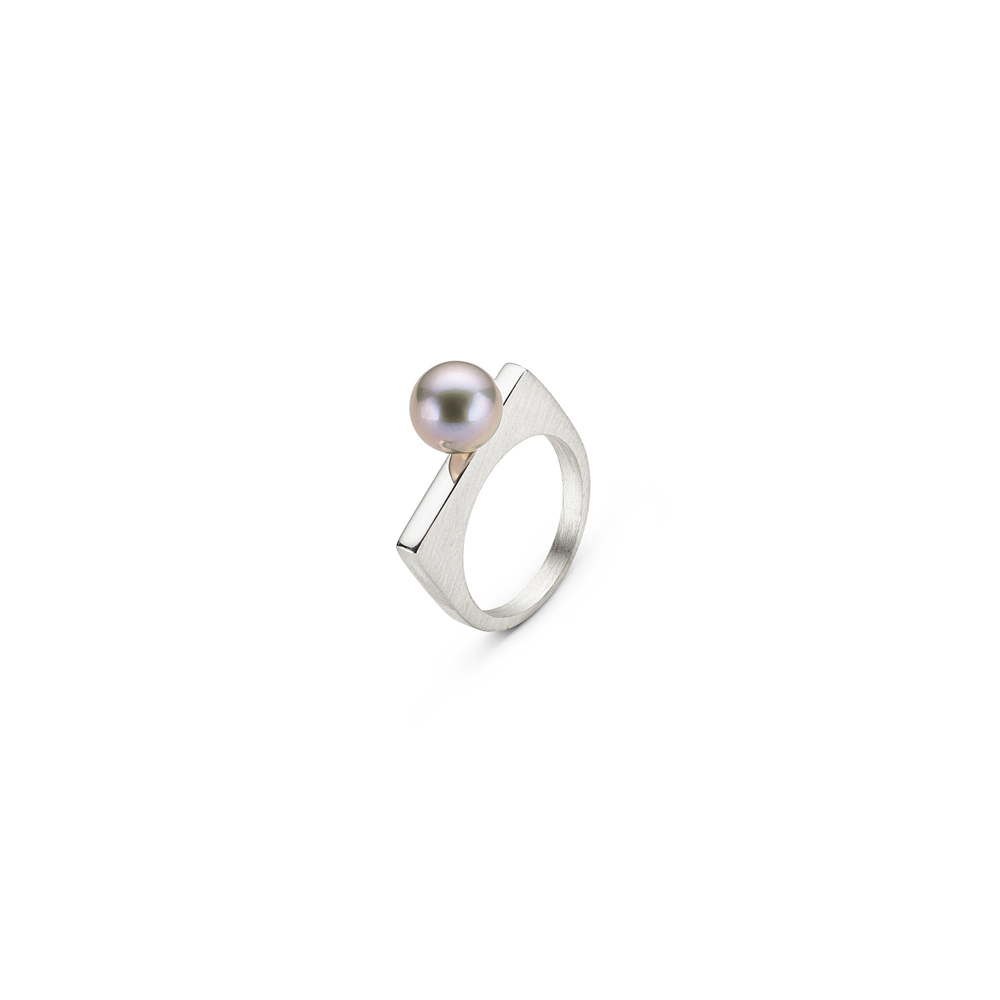Grey 'Congiunzioni' pearl ring Silver ring with a grey river pearl