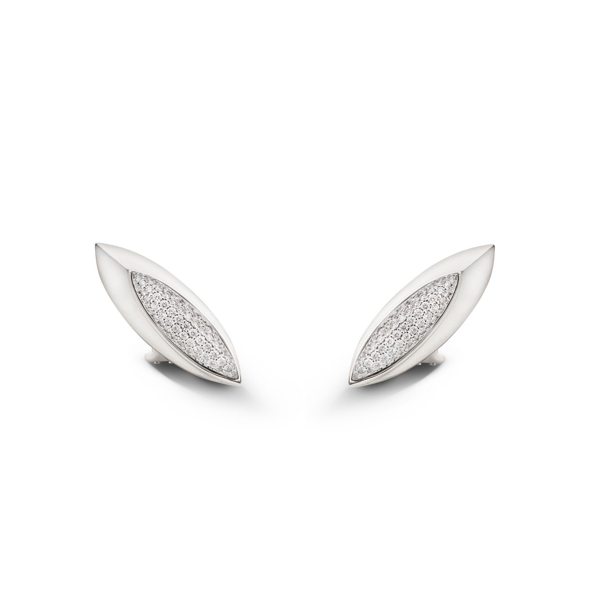 Orecchini scudo 'Aurum' con diamanti Orecchini in oro bianco e pavé di diamanti